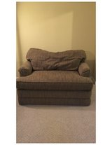 La-z-boy love seat pull out in Joliet, Illinois