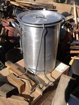 Turkey fryer pot / stock pot with assesories in Yucca Valley, California
