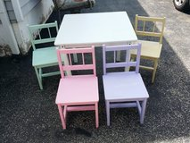 Kids table and chairs in Aurora, Illinois