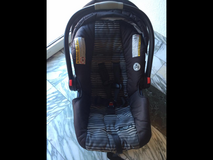 Graco baby car seat with base in Ramstein, Germany