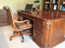 Hooker home office 5 piece set in Bolingbrook, Illinois