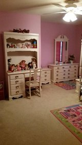 Girls Canopy Bedroom Set Full size very Pretty new condition in Chicago, Illinois