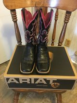 Size 7B women's ARIAT Cowgirl Boots in Camp Lejeune, North Carolina