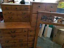 5p dresser set in Kansas City, Missouri