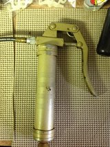 Small grease gun in Alamogordo, New Mexico