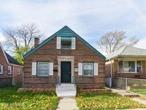 This 4 beds 1 bath Is Available. in Chicago, Illinois