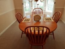 Amish Table w/6 Chairs in Fort Meade, Maryland