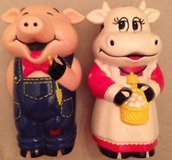 Mooing cow and oinking pig shakers in Alamogordo, New Mexico
