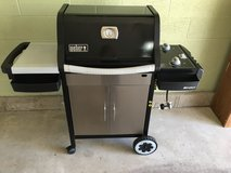 Weber Gas Grill - Spirit 210 Pristine condition in Glendale Heights, Illinois