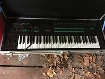For Sale: Yamaha DX7 digital programmable synthesizer w hard case in Fort Riley, Kansas
