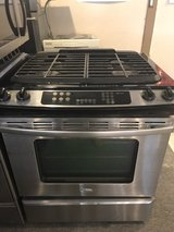 Stainless steel 30 inch gas stove in Kingwood, Texas