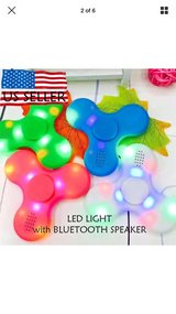 Bluetooth wireless L.E.D fidget plays music off of cell front & back (lightshow) =^O in Vacaville, California