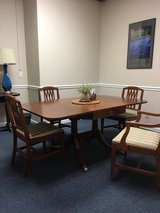 Dining table & 5 chairs in Clarksville, Tennessee