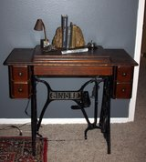 REDUCED:  Antique Singer Sewing Machine Cabinet with Bradford Sewing Machine model 40 in Houston, Texas