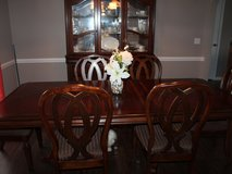 Dining room table and 8 chairs in Fort Rucker, Alabama