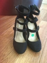 Gorgeous shoes size 7-7.5 Credit cards accepted in Bolingbrook, Illinois