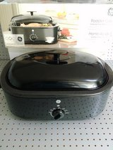 LAST CHANCE on this 12 lb turkey roaster oven - NIB in 29 Palms, California