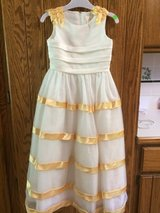 Flower girl dress size 6 in Lockport, Illinois