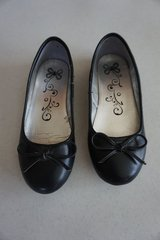 Girls Children's Place Black Shoes Size 2 in Naperville, Illinois