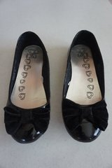 Girls Children's Place Black Patent Leather Shoes Size 2 in Naperville, Illinois