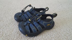 Keen Navy Shoes Sandels Kid Size 11 in Bartlett, Illinois