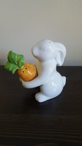 Pier One Easter Bunny Salt and Pepper holder Shakers in St. Charles, Illinois