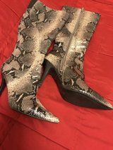 Women's Boots Size 7 1/2  9 west in Alamogordo, New Mexico