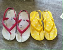 2 pairs of old navy flip flops size 11 in Perry, Georgia