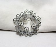 Vintage Signed Sarah Coventry Silver Tone Round Circle Filigree Brooch Lapel Pin in Kingwood, Texas