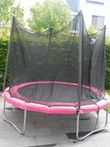 Nice 8 ft trampoline in very good shape in Grafenwoehr, GE