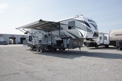 2014 Keystone Impact 5th Wheel 36ft Toy Hauler in Clarksville, Tennessee
