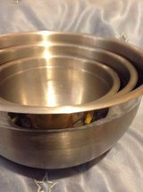 STAINLESS  STEEL MIXING BOWLS SET OF 3 in Travis AFB, California