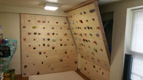 Home family rock climbing bouldering wall set up *everything included with extras* in Okinawa, Japan