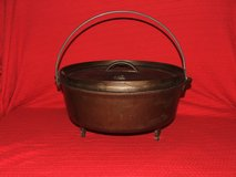 Lodge Cast Iron Footed Dutch Ovens & Deep Frying Pan & Tote in Glendale Heights, Illinois