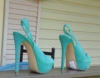 Woman Shoes 7-1/2   Lite Green in Dickson, Tennessee