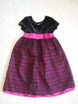 girls velvet dress with bow in Baumholder, GE