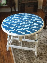 Drop side End table in Palatine, Illinois