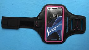 *BRAND * NEW* Phone Sports Arm Band - Black & Pink in Fort Campbell, Kentucky