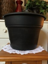 "12"" Planter (plastic/black/gold) in Sugar Grove, Illinois"
