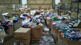 START YOU OWN CLOTHING COMPANY BUY WHOLESALE LESS THEN $1 A ITEM in San Bernardino, California
