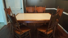 Kitchen table & 6 chairs in Fort Knox, Kentucky