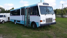 2000 freightliner shuttle bus in Navasota, Texas