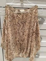 Honey Purch Top- Size M...So beautiful on!!! Opens up on arms. in Glendale Heights, Illinois