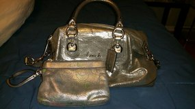 100% authentic coach purse and wristlet set in Elizabethtown, Kentucky