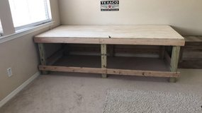 8ft x 2 1/2ft work table in Baytown, Texas