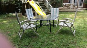 Table whit 4 chairs in Kingwood, Texas