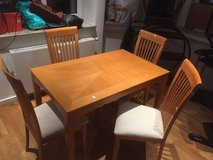 Small Wood Dining Table w/4 Chairs in Stuttgart, GE