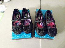 Size 8 little girl shoes in Fort Knox, Kentucky