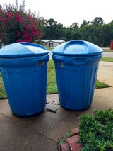 32 gallon trash cans w/lids in Fort Rucker, Alabama