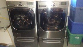 LG washer and dryer with pedestals..Excellent condition!! in Hemet, California